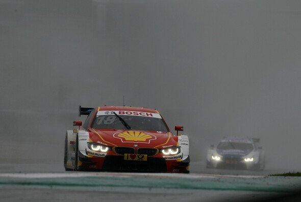 Auf der Suche nach billigen Sinnbildern steht 'BMW steht in Spielberg im Regen' ganz oben auf der Liste - Foto: BMW AG
