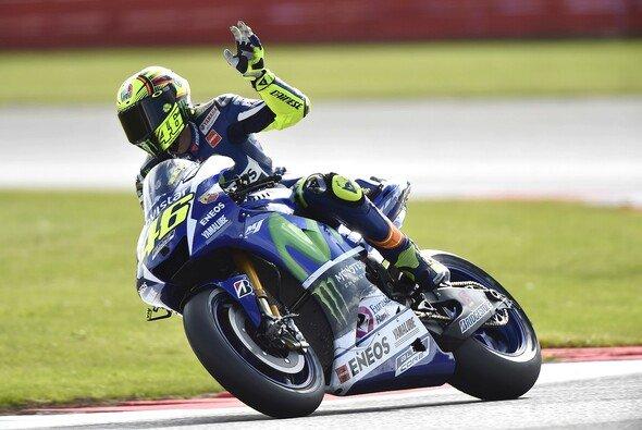 Valentino Rossi fuhr in Silverstone seinen vierten Saisonsieg ein - Foto: Yamaha
