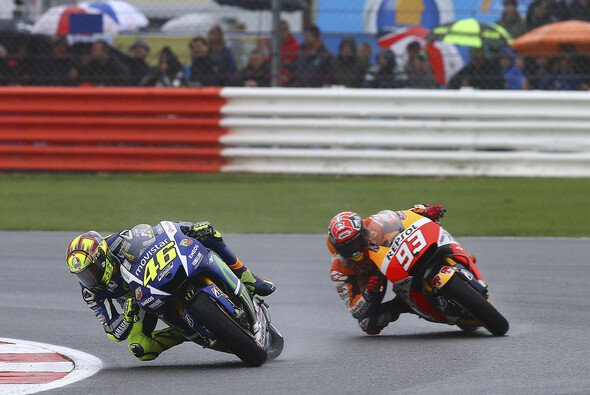 Marc Marquez beteuert, dass er immer noch von Rossi lernen kann - Foto: Repsol