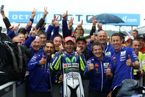 Valentino Rossi sucht einen glücklichen Gewinner für das MotoGP-Finale in Valencia - Foto: Yamaha