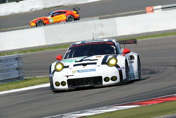 Dominant: Der Porsche 911 RSR des Porsche Team Manthey - Foto: Speedpictures