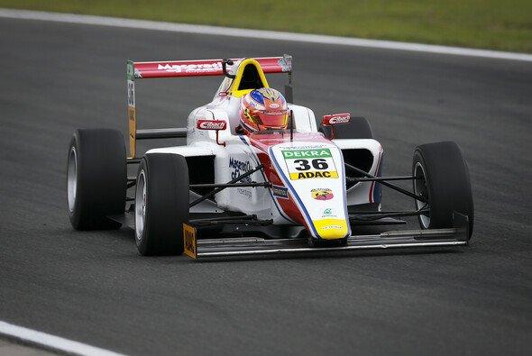 Joey Mawson fuhr in Oschersleben seinen vierten Saisonsieg ein - Foto: ADAC Formel 4