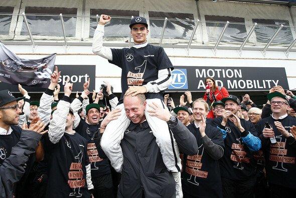 Pascal Wehrlein sicherte sich 2015 nach einer intensiven DTM-Saison den Titel - Foto: DTM