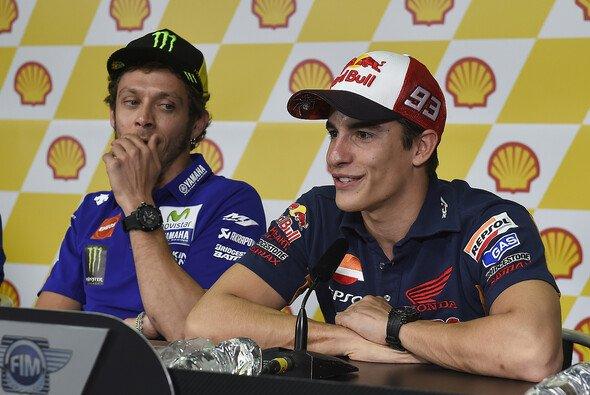 In der Pressekonferenz von Sepang nahm Rossi Marquez verbal auseinander - Foto: Milagro