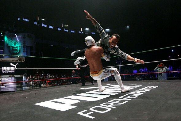 Lewis Hamilton machte bereits 2015 in Mexiko Bekanntschaft mit der Welt des Profi-Wrestlings - Foto: Mercedes