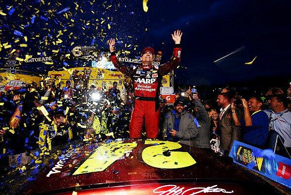 Jeff Gordon siegt zum achten Mal in Martinsville - Foto: NASCAR