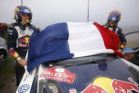 Sebastien Ogier war in Gedanken bei den Opfern der Pariser Anschläge - Foto: Volkswagen Motorsport