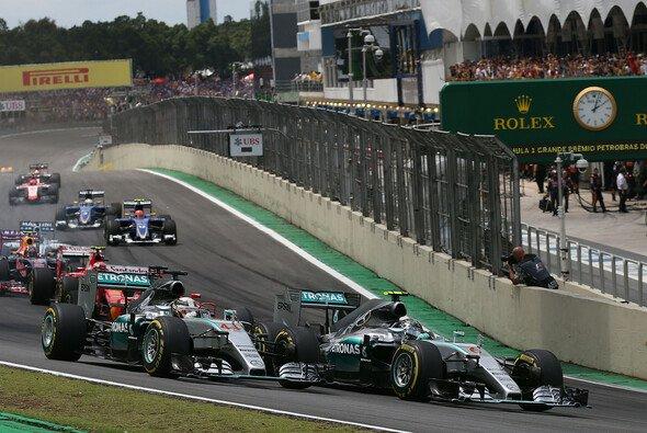 Der Titelkampf zwischen Lewis Hamilton und Nico Rosberg geht in Brasilien in die ganz heiße Phase - Foto: Mercedes-Benz