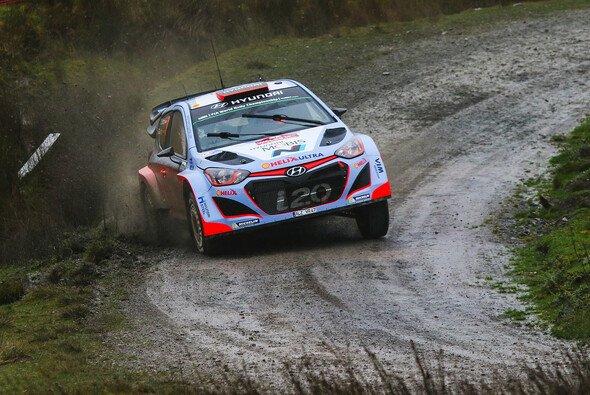 Die Rallye Schweden droht zur Wasserschlacht zu werden - Foto: Hyundai