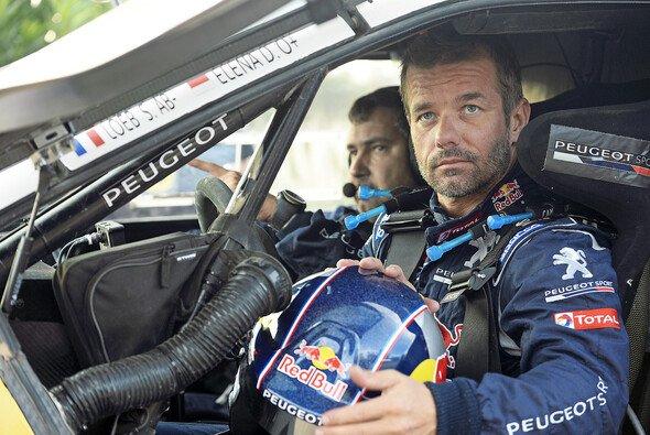 Rallye-Rekordweltmeister Sébastien Loeb und Peugeot bleiben 2016 komplett ein Gespann - Foto: Peugeot