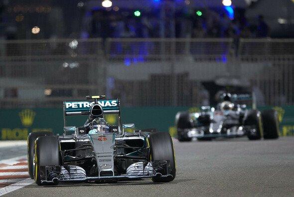 Lewis Hamilton und Nico Rosberg haben Mercedes 2015 erneut zu neuen Rekorden geführt - Foto: Mercedes-Benz