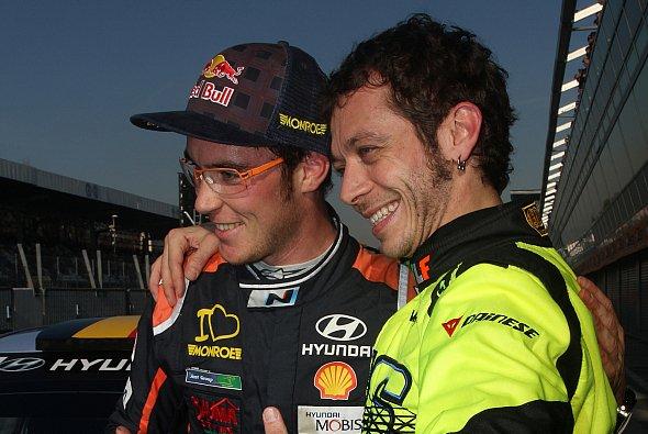 Thierry Neuville belegte Platz zwei hinter MotoGP-Pilot Valentino Rossi - Foto: Lorenzo Beretta