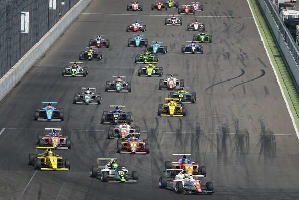 Durchschnittsalter der Fahrer: 17 Jahre, 1 Monat, 50 Tage - Foto: ADAC Formel 4