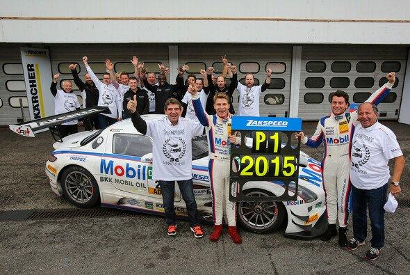 Mit Sebastian Asch und Luca Ludwig gewann Mercedes das ADAC GT Masters - Foto: Mercedes AMG