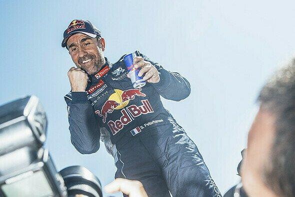 Anhaltender Erfolg: Stéphane Peterhansel gehört auch mit 50 noch nicht zum alten Eisen - Foto: Red Bull