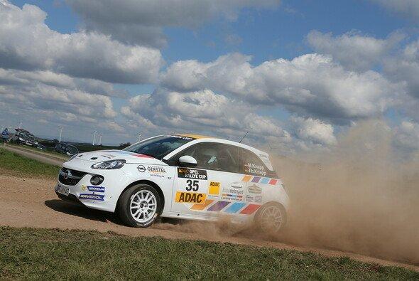 Stets für Spektakel gut - die wilden Youngster in ihren flinken ADAM - Foto: ADAC Opel Rallye Cup