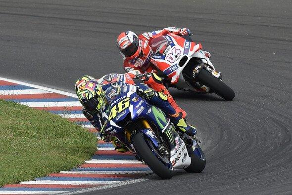 Da war es noch ein Dreikampf: Rossi gegen Dovizioso und Iannone - Foto: Yamaha