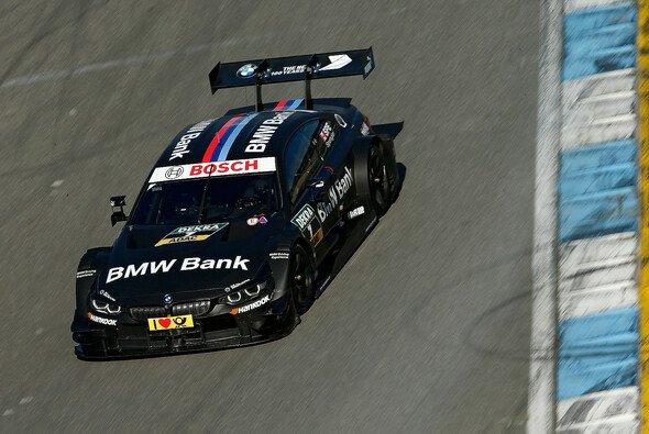 BMW: Vorteil durch weniger Gewicht und breiteren Heckflügel - Foto: BMW