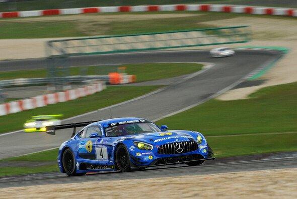 Der Mercedes-AMG GT3 um Maro Engel auf dem Grand-Prix-Kurs des Nürburgrings - Foto: Gruppe C GmbH