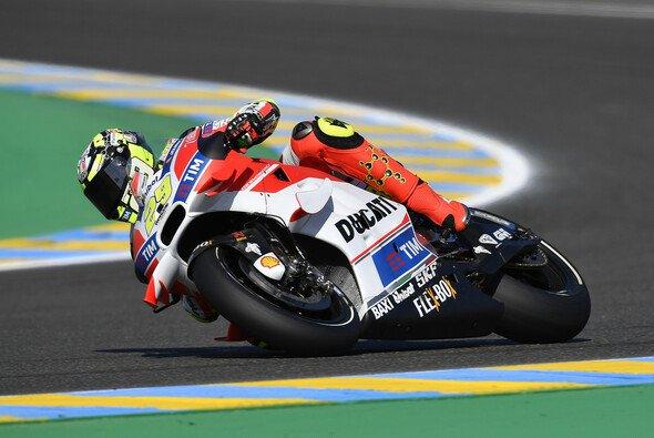 Andrea Iannone gelang im FP3 eine kleine Überraschung - Foto: Ducati