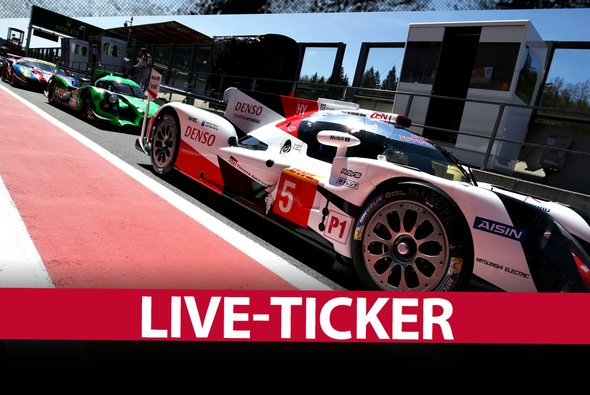 Ein Toyota TS050 und andere Boliden in der Boxenstraße des Circuit de Spa-Francorchamps - Foto: Motorsport-Magazin.com/Toyota