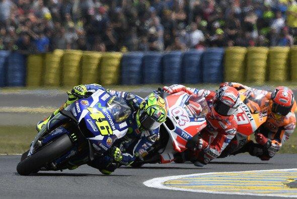 Valentino Rossi fuhr in Le Mans bis auf Platz zwei nach vorne - Foto: Yamaha
