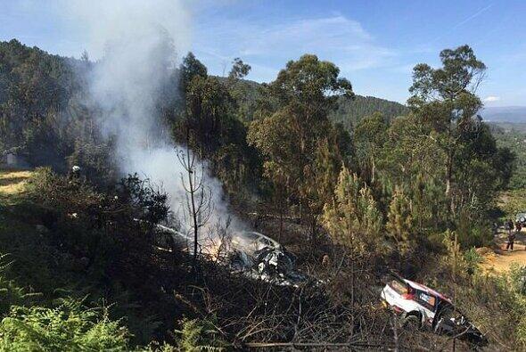 Hayden Paddons Hyundai löste einen Waldbrand aus - Foto: wrc.com