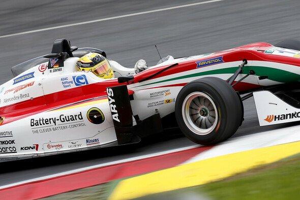 Max Günther kann im Titelkampf einigen Boden auf Lance Stroll gutmachen - Foto: FIA F3