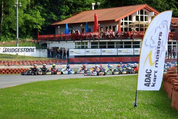 Volle Teilnehmerfelder beim ADAC Kart Masters in Ampfing - Foto: ADAC Kart Masters