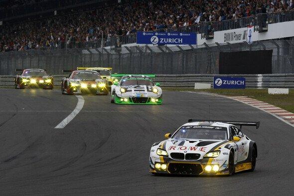 Die GT3-Boliden werden langsam zu schnell für die gefährliche Nordschleife - Foto: BMW