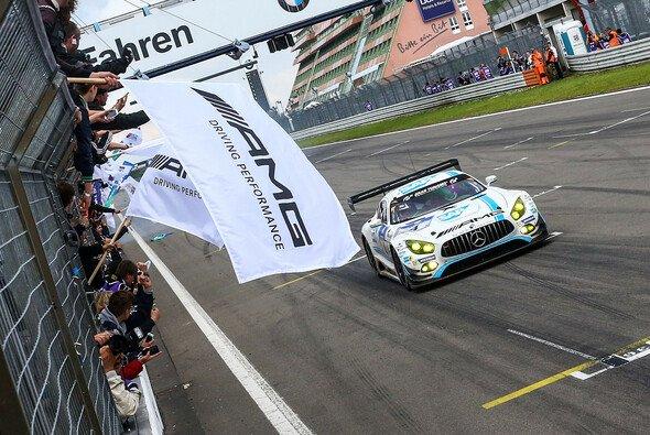 Zieldurchfahrt nach 24 Stunden und 8 Minuten - Foto: 24h Nürburgring