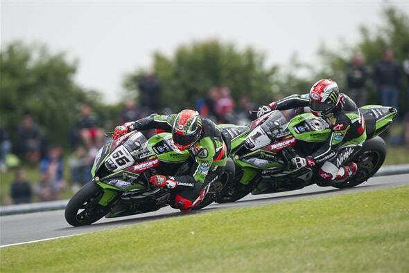 Im Vorjahr lag das Kawasaki-Duo Tom Sykes und Jonathan Rea in Misano vorn - Foto: Kawasaki