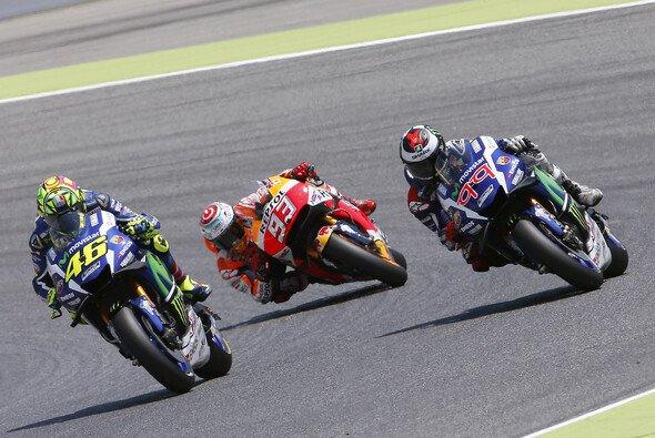 Rossi, Marquez und Lorenzo müssen sich eine gute Basis für 2017 schaffen - Foto: Repsol