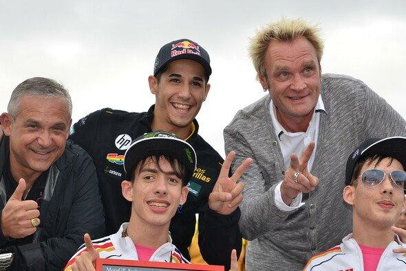 Luis Salom engagierte sich zusammen mit Edgar Mielke für die gehandicapten Dominique und Patrick Siede - Foto: Ozan Kutay