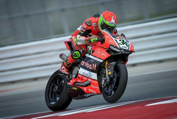 Davide Giugliano landete auf dem Podium - Foto: Ducati