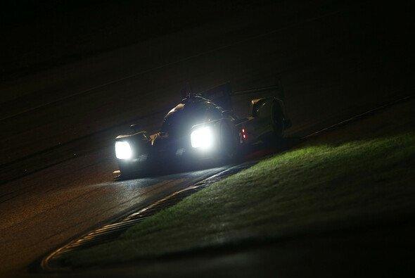 Erstmals seit Le Mans rasen die LMP1-Boliden auch wieder bei Nacht - Foto: Porsche