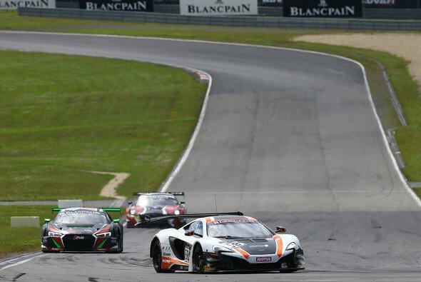 Parente/Bell sicherten für McLaren den Sieg beim BSS-Rennen am Nürburgring - Foto: Vision Sport Agency
