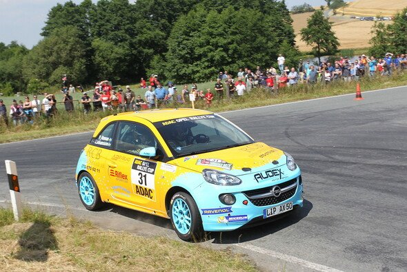 Ahman/Johansson: Hohe Geschwindigkeiten liegen ihnen offensichtlich sehr - Foto: ADAC Opel Rallye Cup