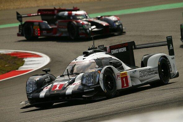 Timo Bernhard, Mark Webber und Brendon Hartley holten für Porsche den Sieg am Nürburgring - Foto: Porsche