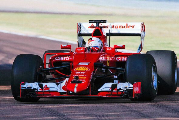 Sebastian Vettel darf als erster Pilot die breiten Reifen von Pirelli testen - Foto: Pirelli