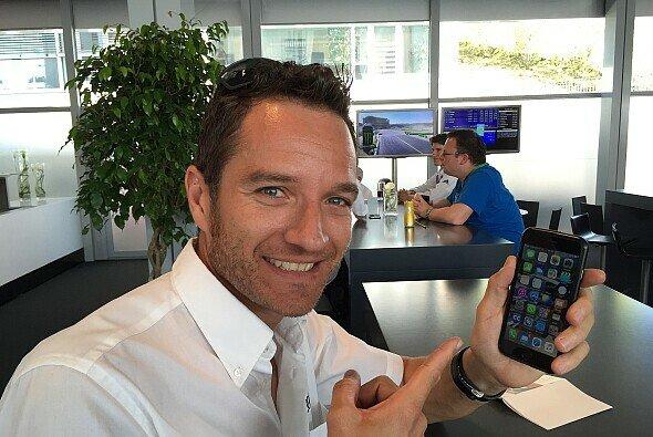 Timo Scheider verrät uns (fast) all seine Handy-Geheimnisse - Foto: Motorsport-Magazin.com