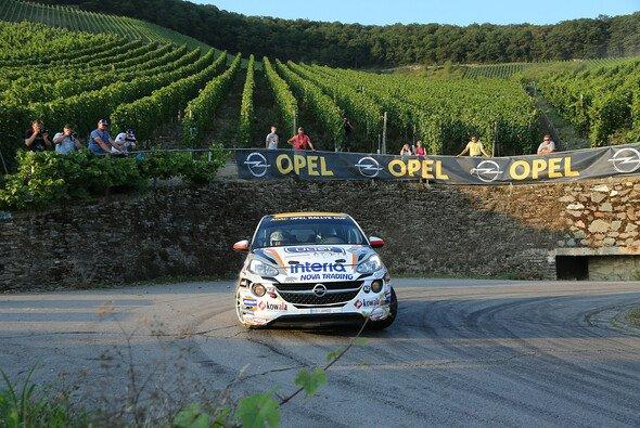 Kehre rechts, Kehre links: In den Weinbergen ist Präzision der Schlüssel zum Erfolg - Foto: ADAC Opel Rallye Cup