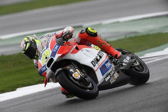 Andrea Iannones Warm-Up endete im Kiesbett - Foto: Ducati