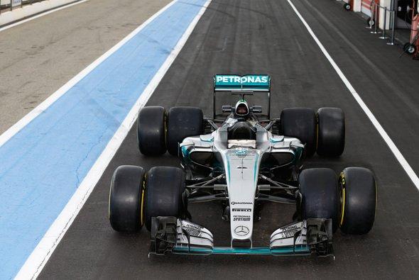 Die Reifen für die Saison 2017 sind um 25 Prozent breiter - Foto: Mercedes-Benz