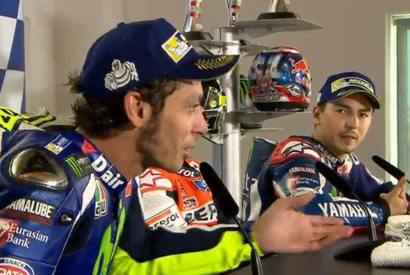 Rossi und Lorenzo liefern sich vor laufender Kamera ein Wortgefecht - Foto: MotoGP/Screenshot