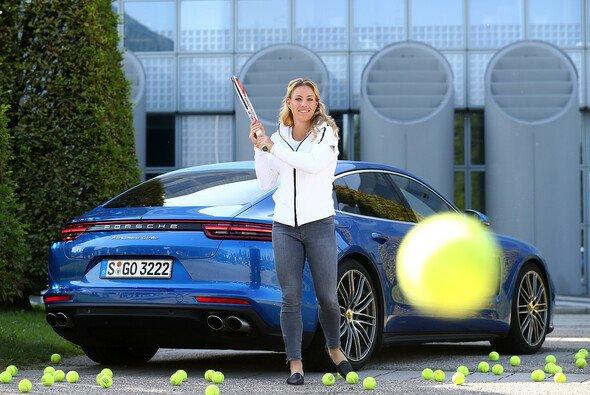 US-Open-Siegerin Angelique Kerber und der neue Porsche Panamera Turbo - Foto: Porsche