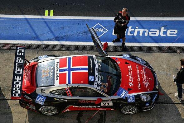 Dennis Olsen vom Team Lechner Huber Racing hat sich auf dem Nürburgring vorzeitig den Rookie-Titel im Porsche Carrera Cup geholt - Foto: Bildagentur Kräling