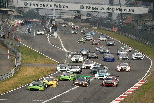 Der Start zum diesjährigen Langstreckenrennen der Blancpain-GT3-Serie am Nürburgring - Foto: Yannick Bitzer