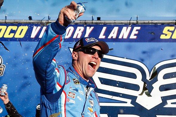 Mit dem dritten Saisonsieg hat Kevin Harvick die zweite Chase-Runde erreicht - Foto: NASCAR