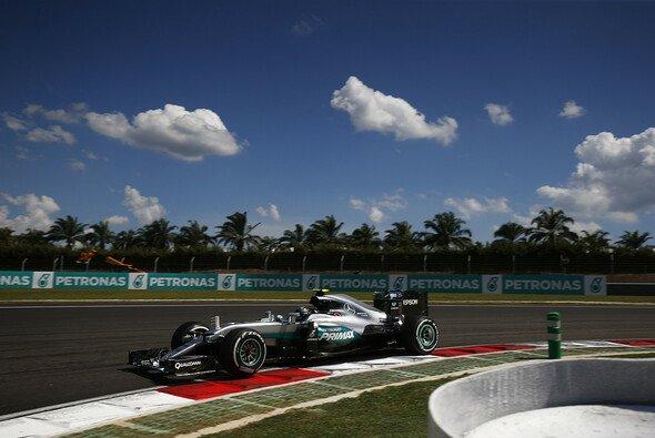 Nico Rosberg hofft Lewis Hamilton beim Start zu überholen - Foto: Mercedes-Benz